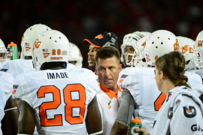 Sept. 8 2012 Tucson AZ USA Oklahoma State Cowboys head coach Mike Gundy talks with players during the first half against the Arizona Wildcats at Arizona Stadium. Mandatory Credit Matt Kartozian US PRESSWIRE
